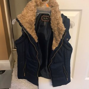 Navy vest with brown fur